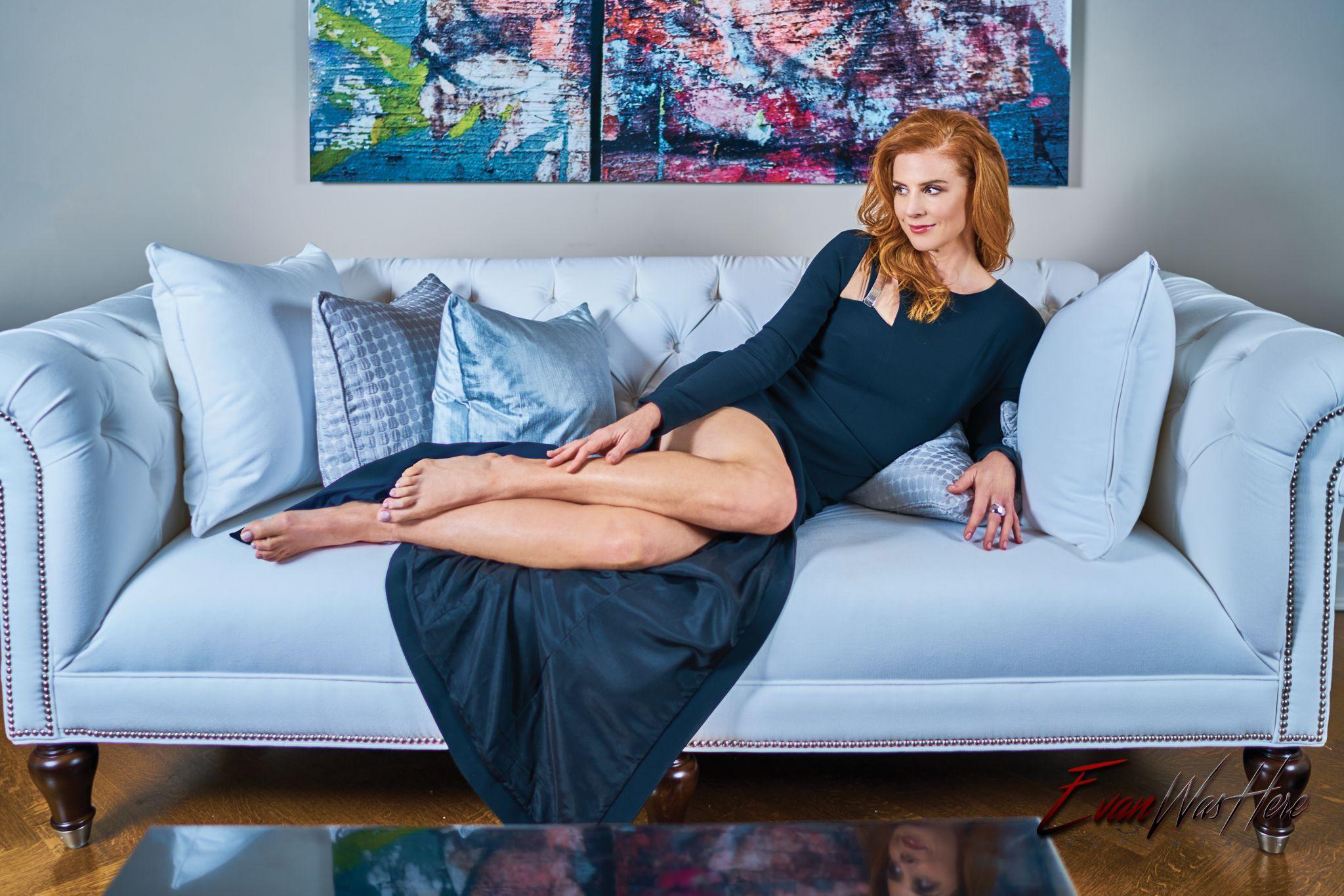 Sarah Rafferty Natural Beauty Descalzo Pelirrojas Y Belleza