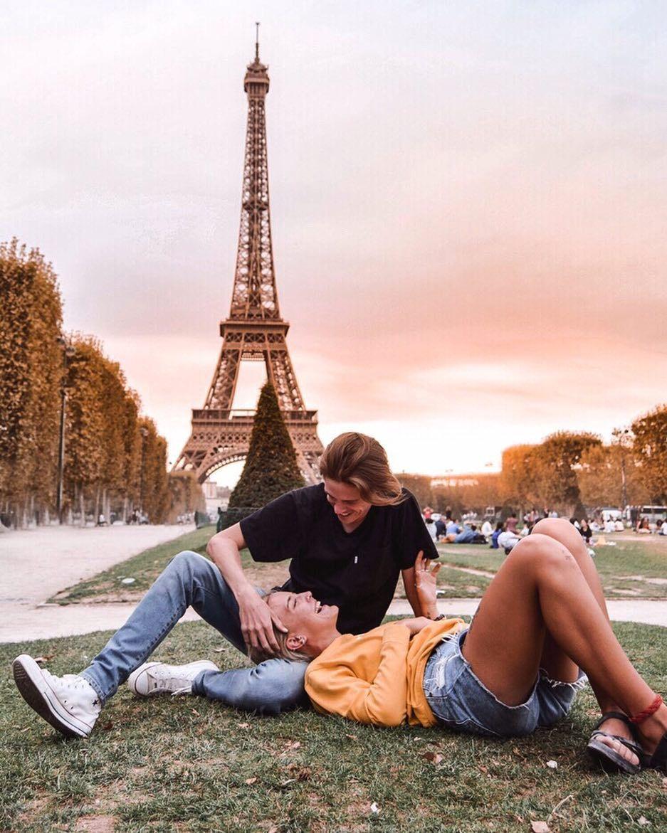 Spots Instagrammables à Paris – Guide ultime | Wanderers et guerriers   – couple pose