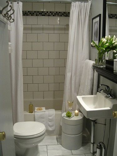 Cute Small Bathroom Would Use Other Tile But Like White Black Subway Tile On Walls Black White Bathroom Design Small Small Bathroom Bathroom Design
