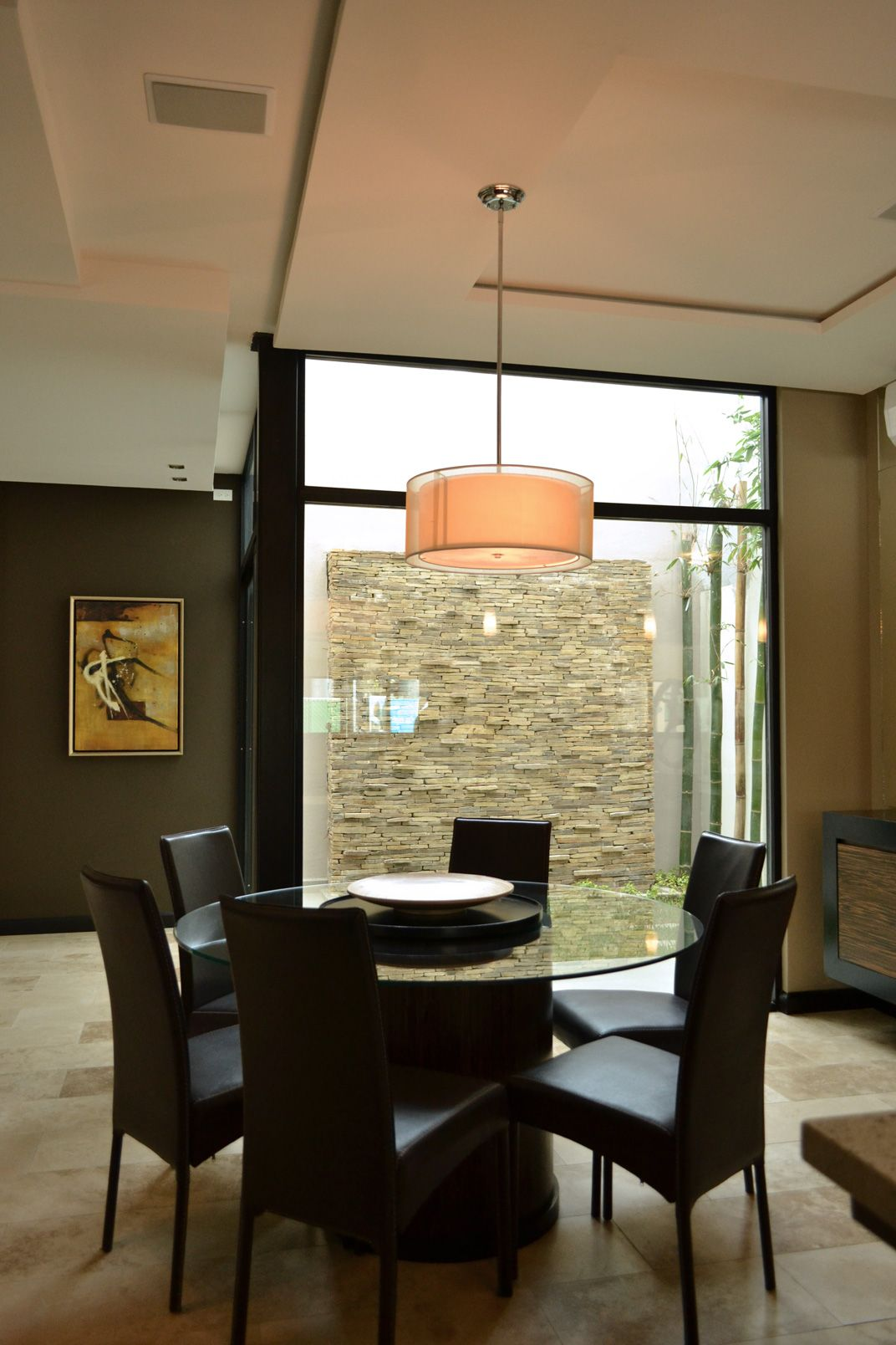 Comedor En Color Negro Con Vista A Jardin Interior Grupo Agora  # Muebles Haus Monterrey