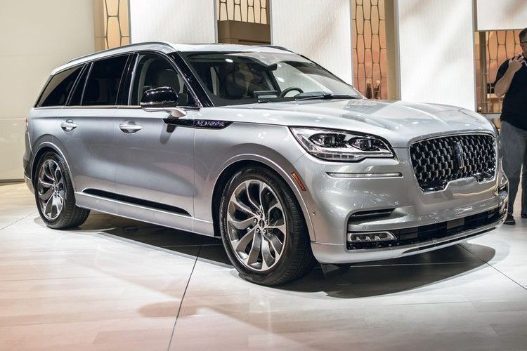 The 2020 Lincoln Aviator Starts At 52 195 And Can Cost More Than 90 000 Car And Driver Carros De Luxo Carros E Luxo
