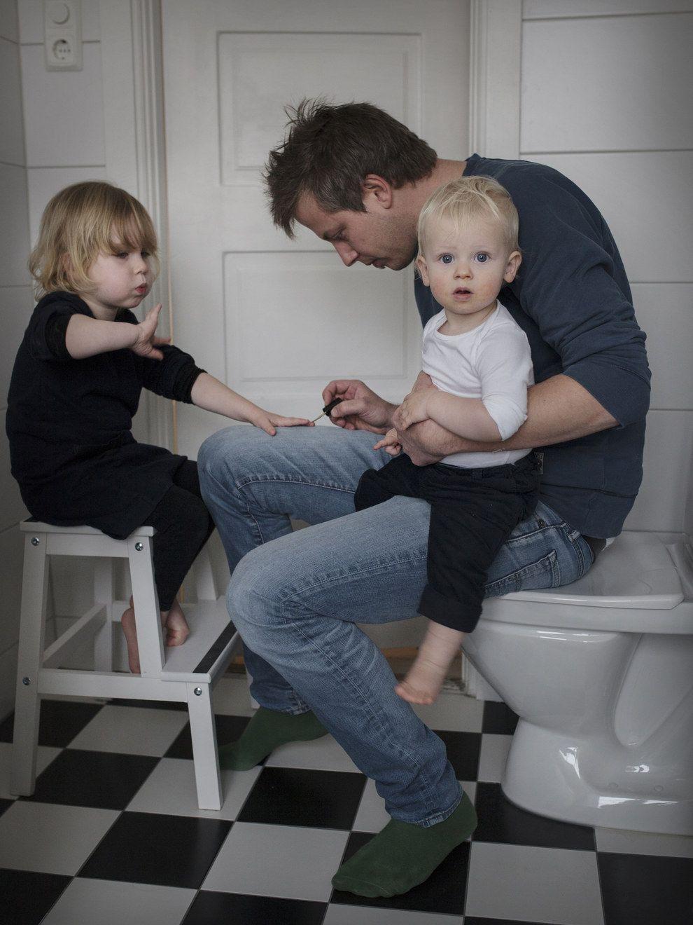 voici quoi ressemble un cong paternit de 16 mois a u. Black Bedroom Furniture Sets. Home Design Ideas