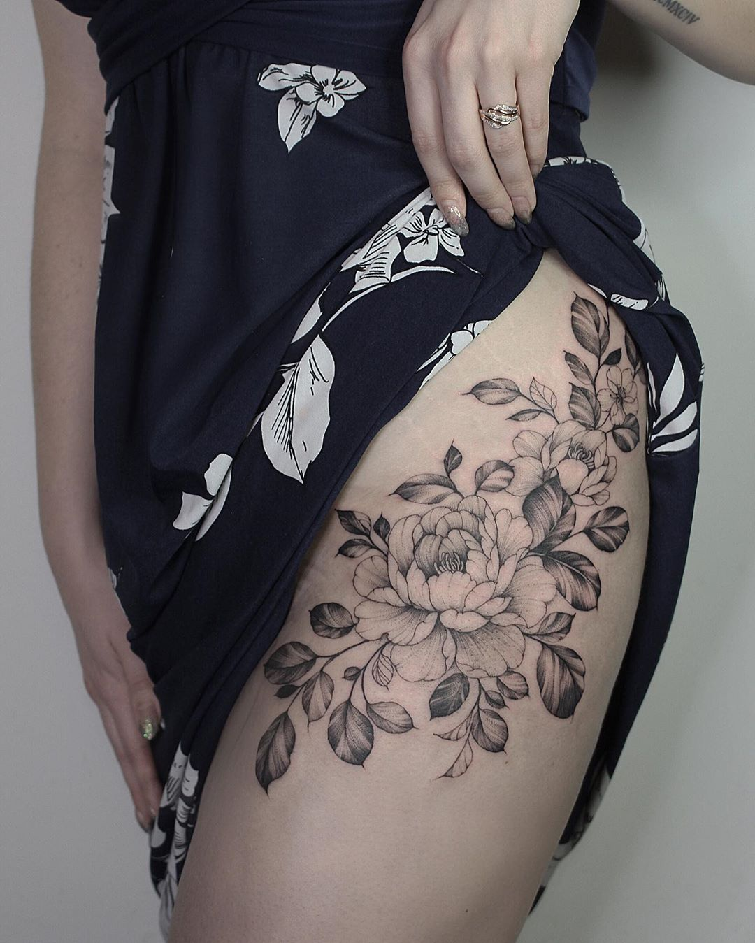 Peonies on the hip 🌸🌿 . . . . . . . . . floral peony