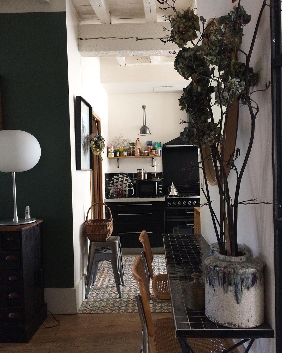 """L_e_t_a_t_d_e_s_i_e_g_e on Instagram: """"Quand on ne peut pas changer le monde il faut changer le décor .pennac #decoration#home #homeinterior #carreauxdeciment…"""""""