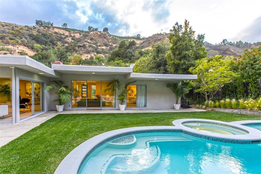 Property Of Spectacular Contemporary in Beverly Hill