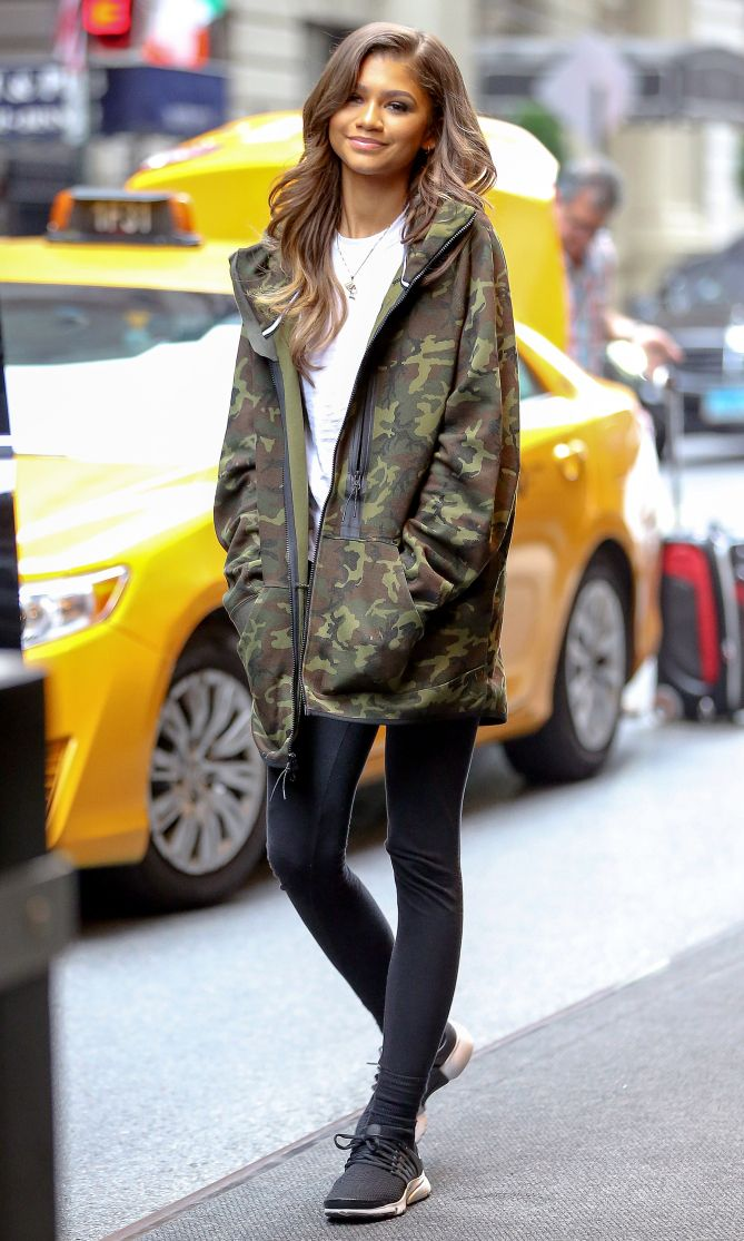 31 Actual Outfits You Can Wear With Leggings, Inspired by Celebs | Black  sneakers, Zendaya and Camo