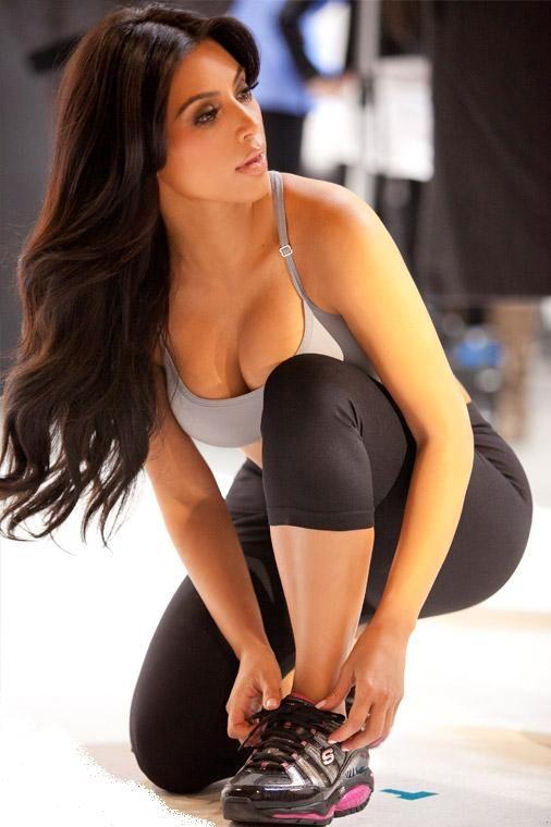 Brunette Teen Yoga Pants