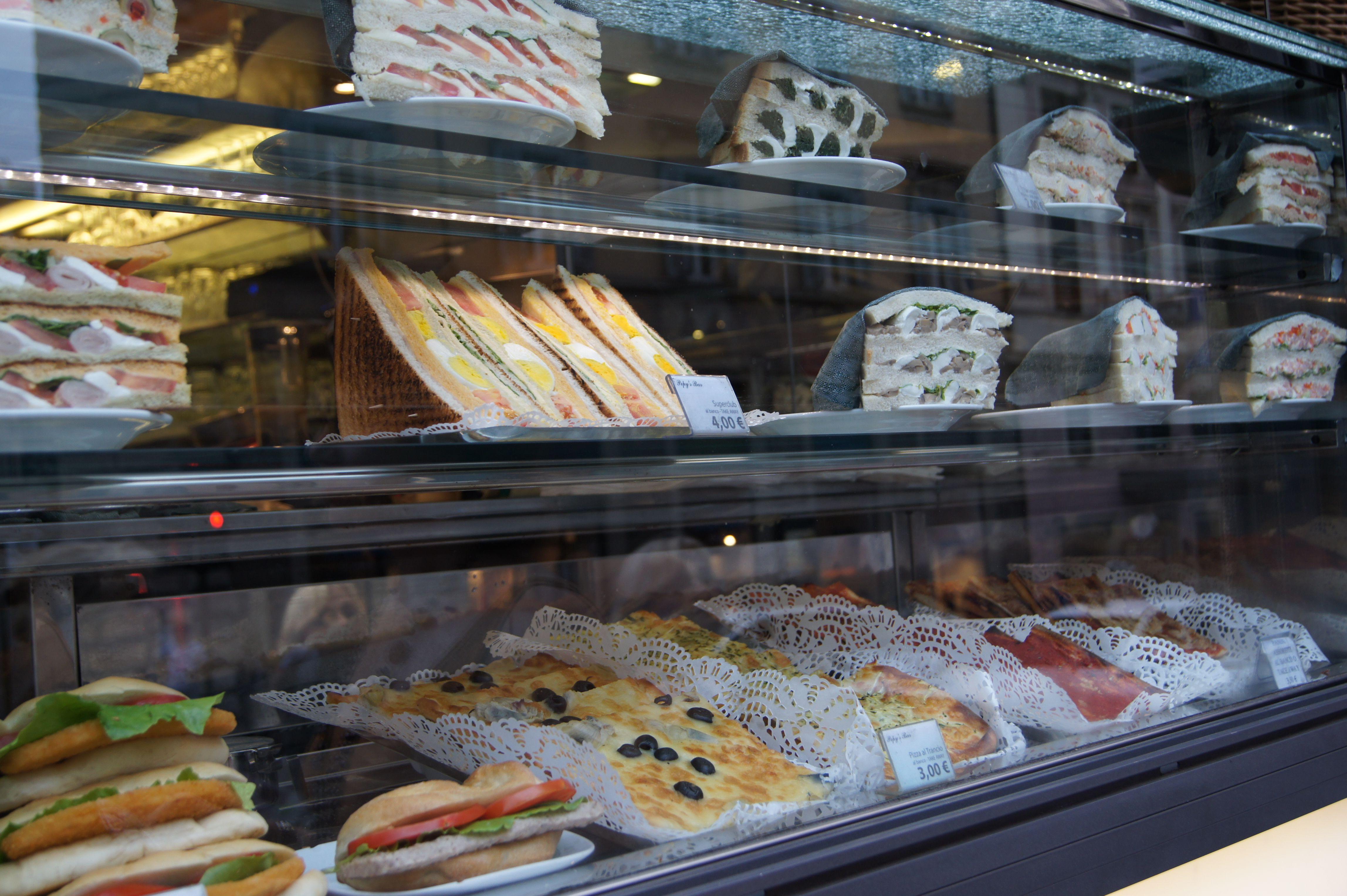 Kahvilan ikkuna, Rooma