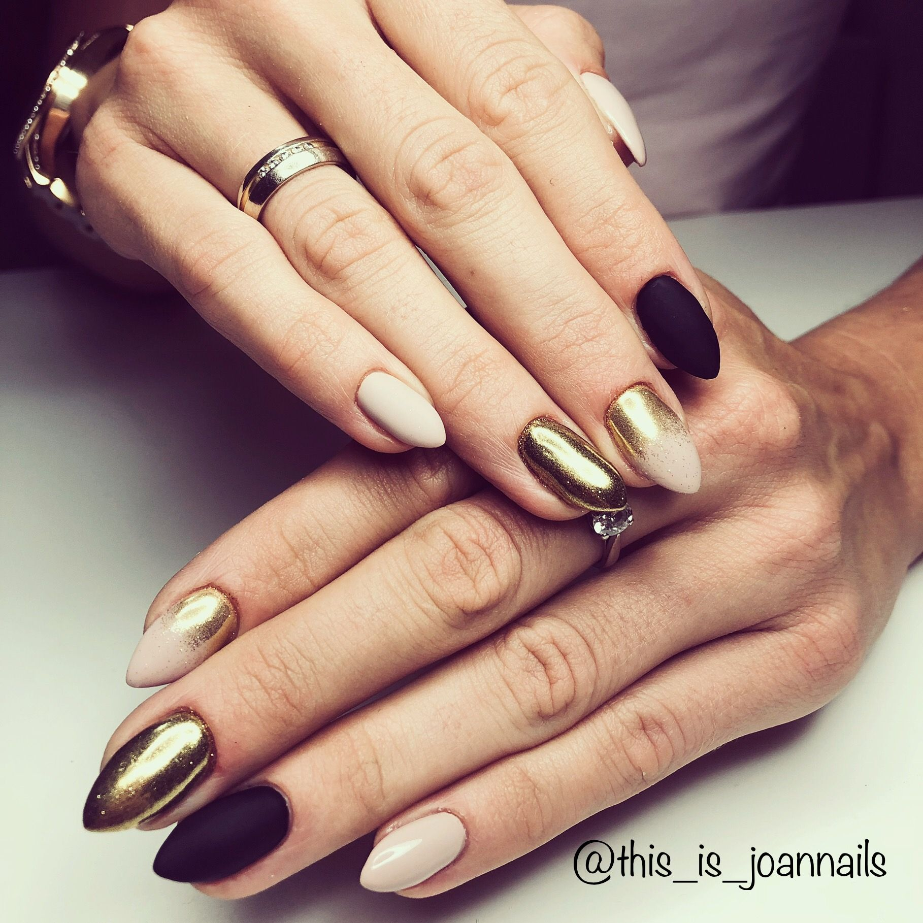 Black And Gold Nails Inspiration With Images Paznokcie
