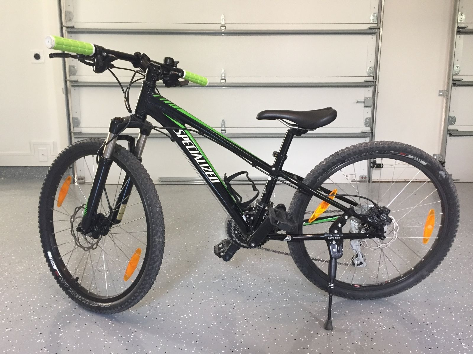 Specialized Hotrock Mountain Bike 24 Xc Disc Disc Bike Mountain