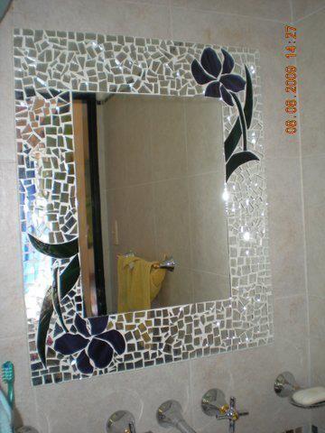 Trabajo mio mosaiquismo con espejos y vidrios de colores for Mosaicos para espejos
