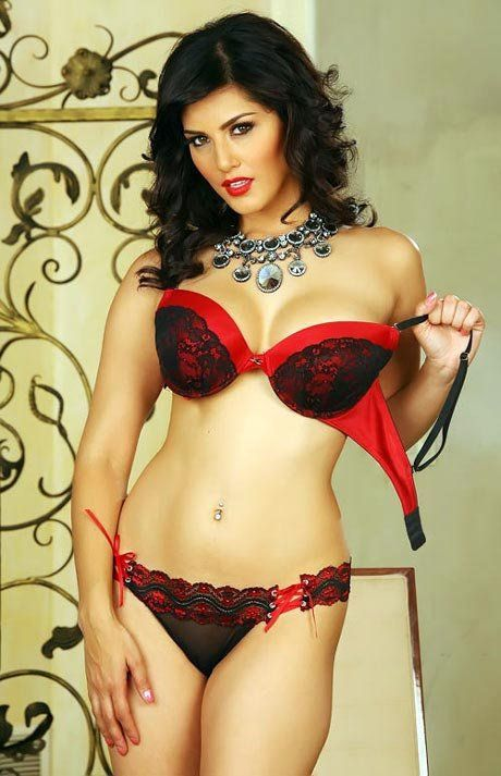 7eaaf15646 sunny-leone-bikini-pics-red-black-bikini