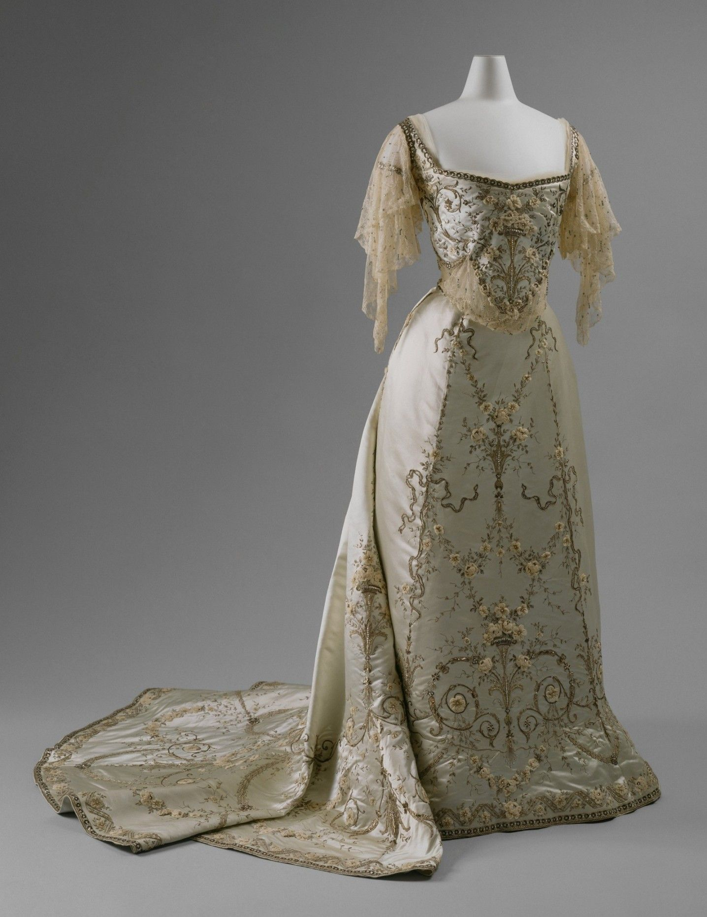 Ball Gown, House of Worth (French, 1858–1956): ca. 1900-1905, silk, cotton, metallic thread, glass, metal.