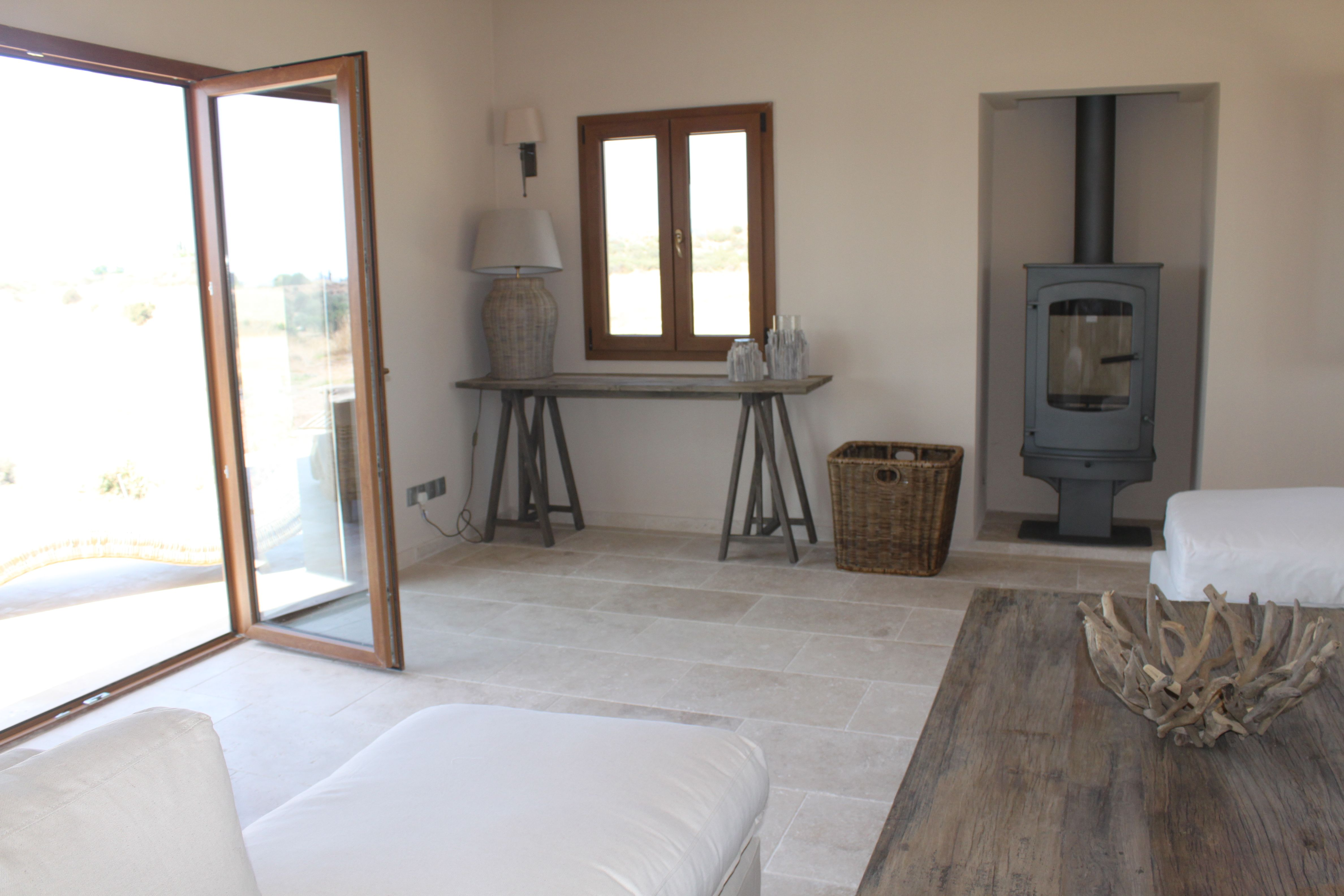 The Light Tumbled Travertine in the 610x406 format adds to the light, airy feeling in this room.