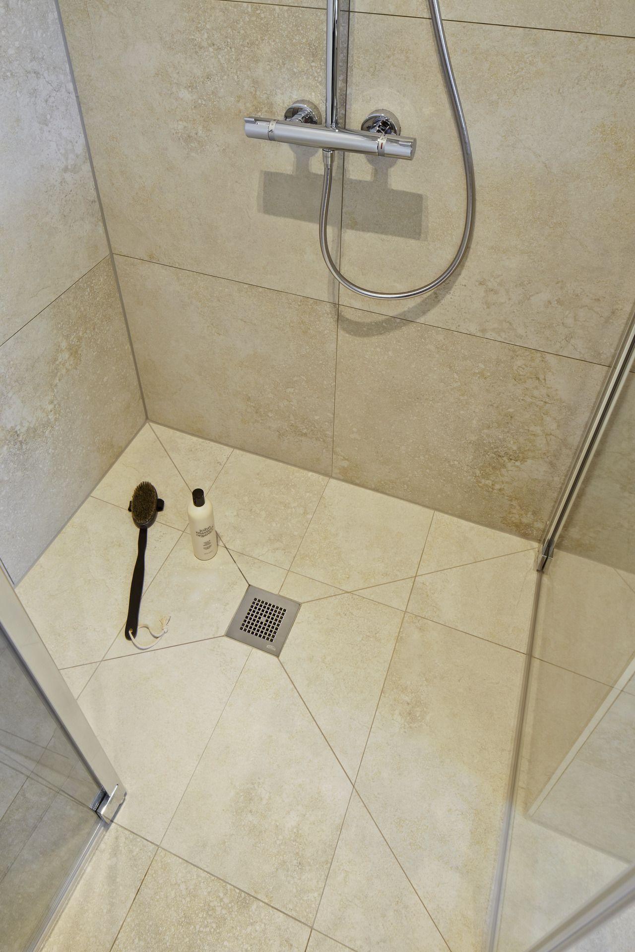 Dusche Mit Fliesen In Natursteinoptik Dusche Fliesen Badezimmerarmatur