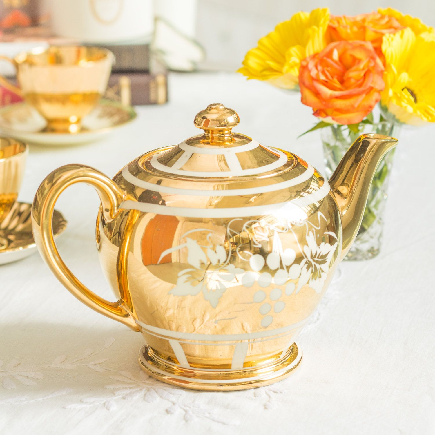 Elegant gold teapot by Sadler in great vintage by TheButteredCat