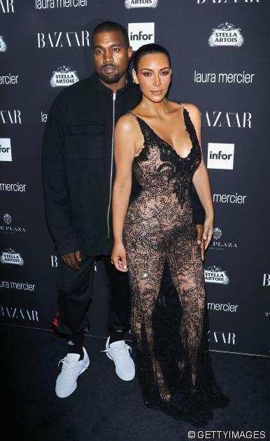 News Kanye West So Rettet Er Die Ehe Mit Kim Kardashian Das Paar Soll Glucklicher Denn Je Sein Http Ift Tt 2iqrdt Kanye West Kim Kardashian Kardashian