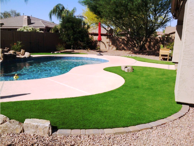 This Home Owners Back Yard Pool Is Enhanced With 80oz Imperial Spring Artificial Grass Artificial Grass Backyard Fake Grass Backyard Backyard Pool Landscaping