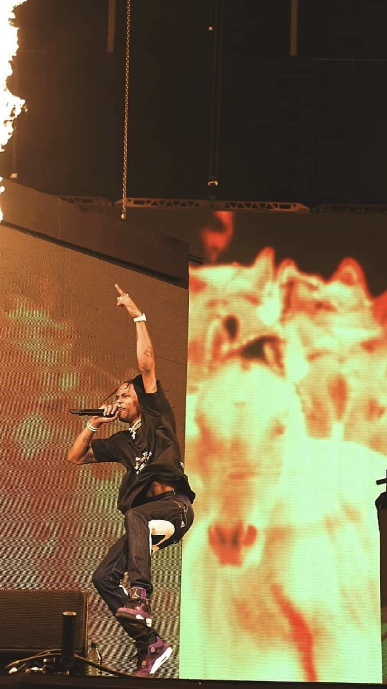 You Love What You See For More Popping Pins Like This Follow Me Ayeefrida New Pins Every Singl Travis Scott Wallpapers Travis Scott Concert Travis Scott