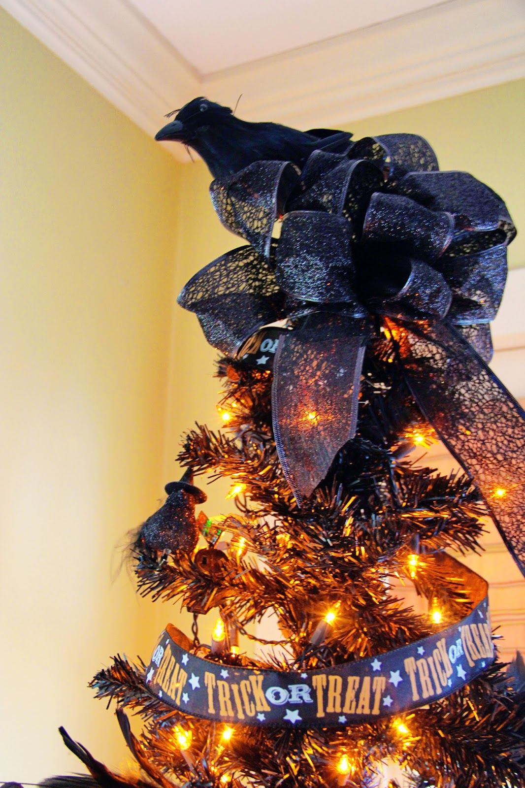 New England Living Halloween Tree, Raven tree topper