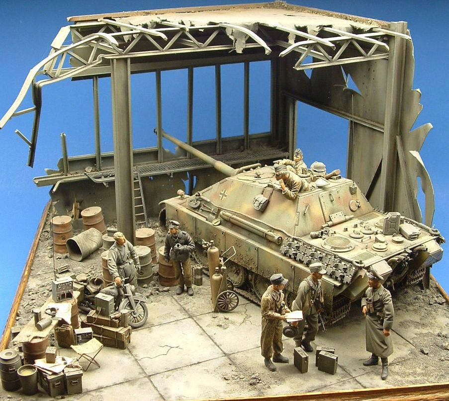 http://www.miniaturesbygarcia.com/Guest Gallery  Pages/page 1.html