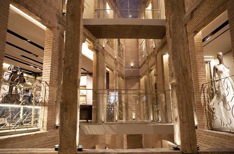 Serrano 5 madrid adolfo dominguez flagship store around for Tiendas de adolfo dominguez en madrid