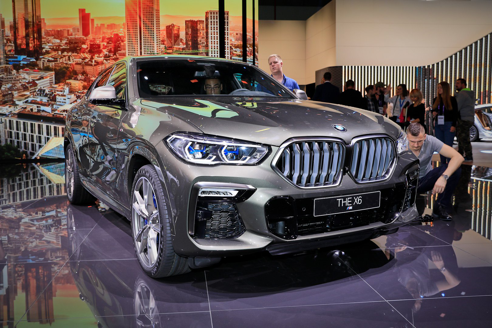 The Bold And The Very Fast 2020 Bmw X6 M50i Carmojo With 523 Hp From Its Twin Turbo V8 And A 0 62 Mph In Just 4 2 Seconds The M5 Bmw X6 Bmw Twin Turbo