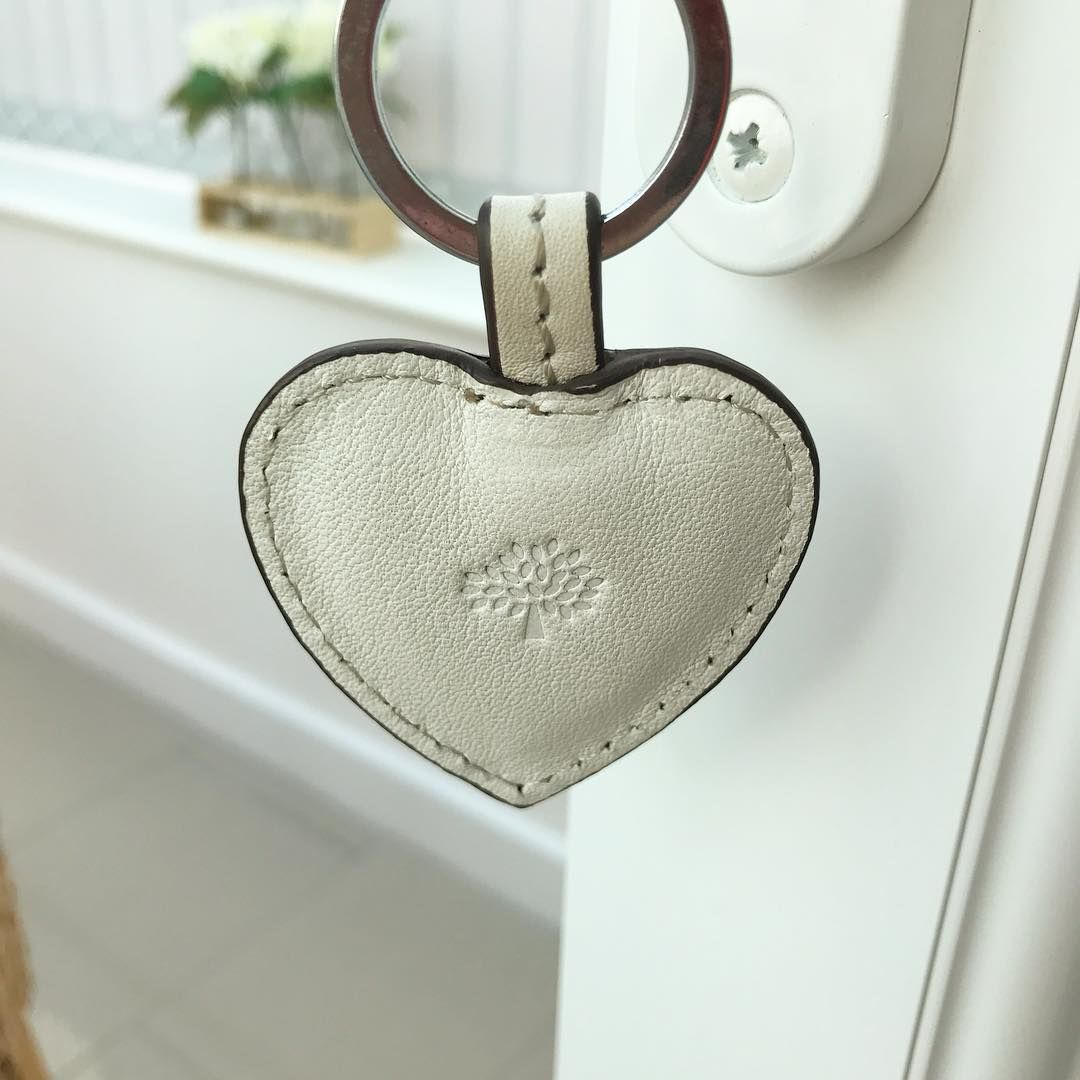 "14 aprecieri, 1 comentarii - Croftonhome (@ourcroftonhome) pe Instagram: ""Love the little mulberry key ring the other half bought me, perfect for my conservatory doors 💕🌳🗝…"""
