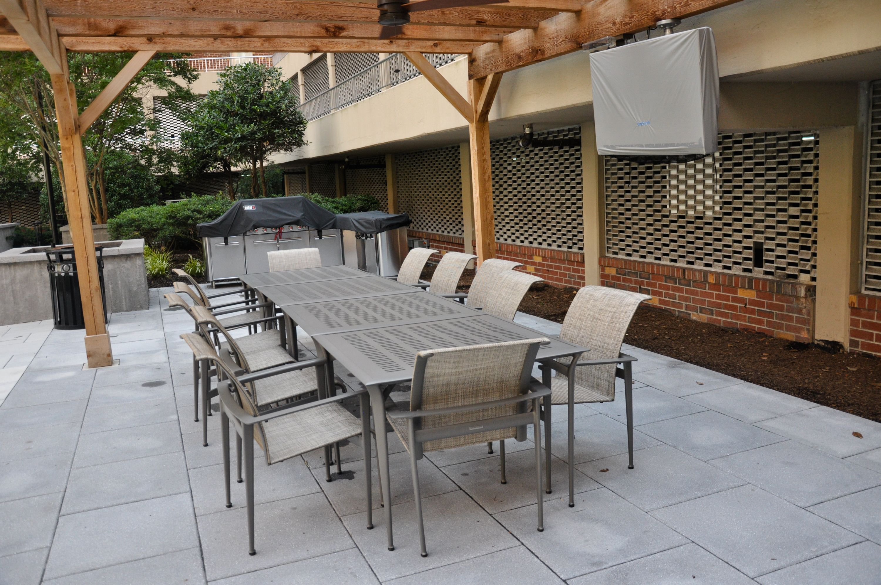 Courtyard At The Point At Silver Spring Apartments Md Ow Ly Zrqyx Outdoordining Lounge Newapartments A Apartment Building Apartment Living Outdoor Dining