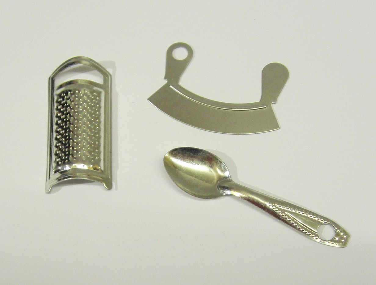 Playscale 1 6 Choice Of Kitchen Utensils Miniatures