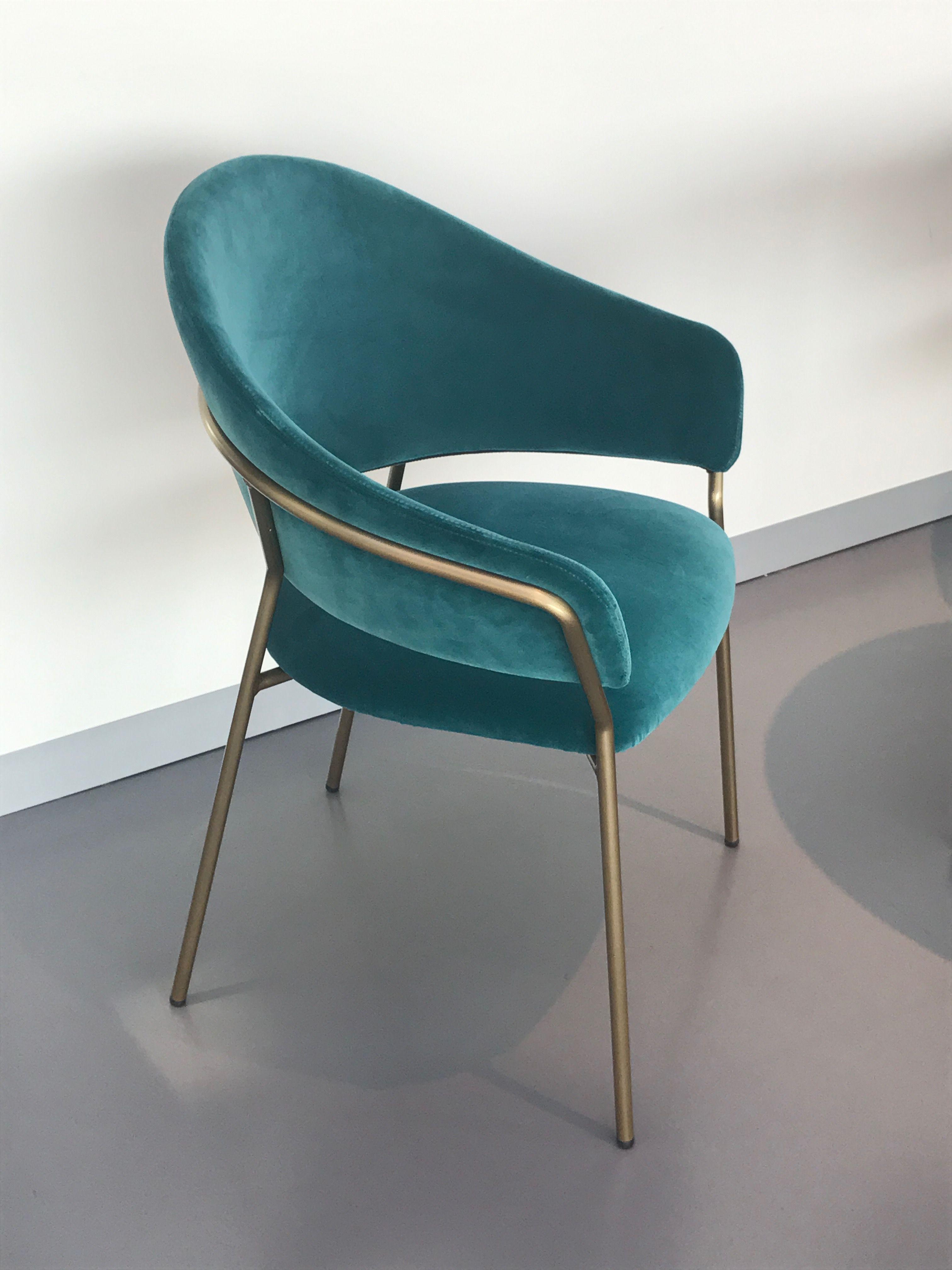 Mueble italiano. Esta silla se llama Pedrali jazz. Está hecha con ...