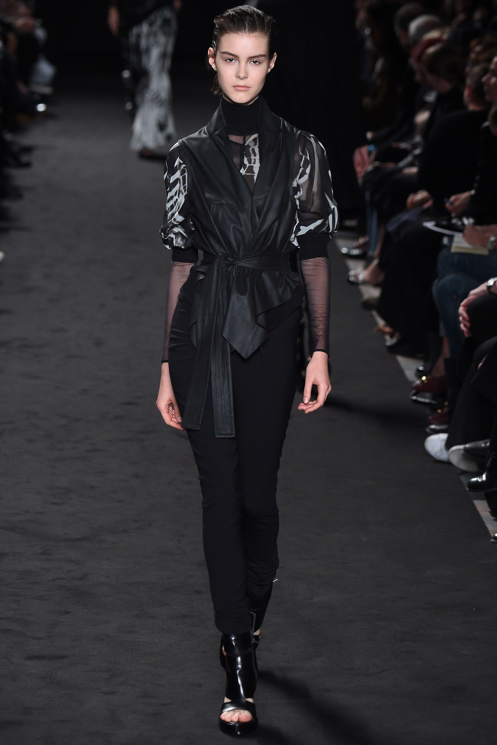 See the complete Ann Demeulemeester Spring 2016 Ready-to-Wear collection.
