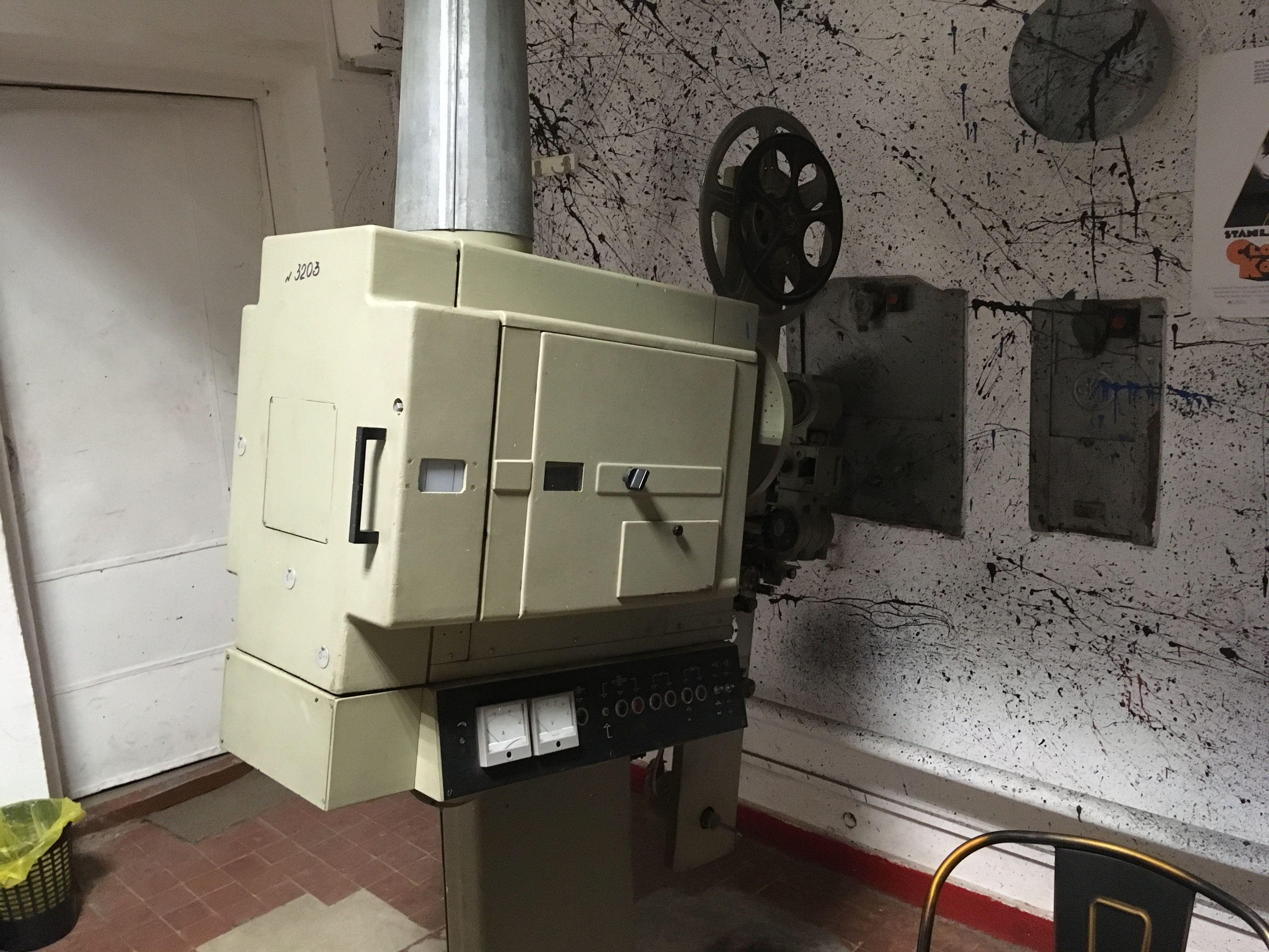 Старые кинопроекторы