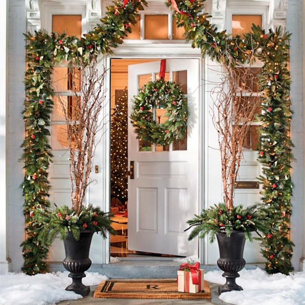 41 Affordable Winter Christmas Decorations Ideas Addicfashion Christmas Decorations Outdoor Christmas Christmas Garland