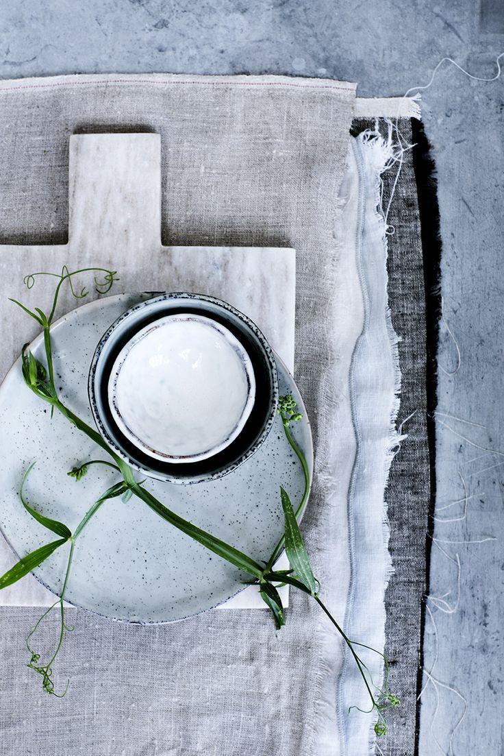 geschirr im handmade look keramik porzellan und steinzeug nordic sand von broste. Black Bedroom Furniture Sets. Home Design Ideas