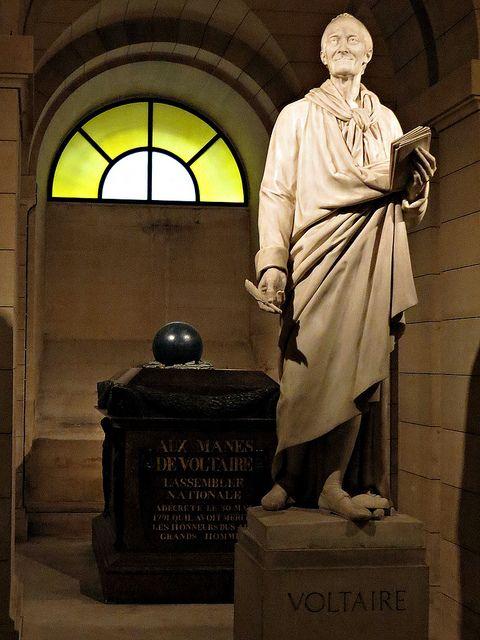 Tumba de Voltaire en el Pantheon, Paris by Minastir eldain, via Flickr