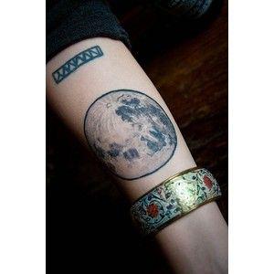 tiny triangles and full moon tattoos tattoos tatouage tatouages lune et tatoo. Black Bedroom Furniture Sets. Home Design Ideas