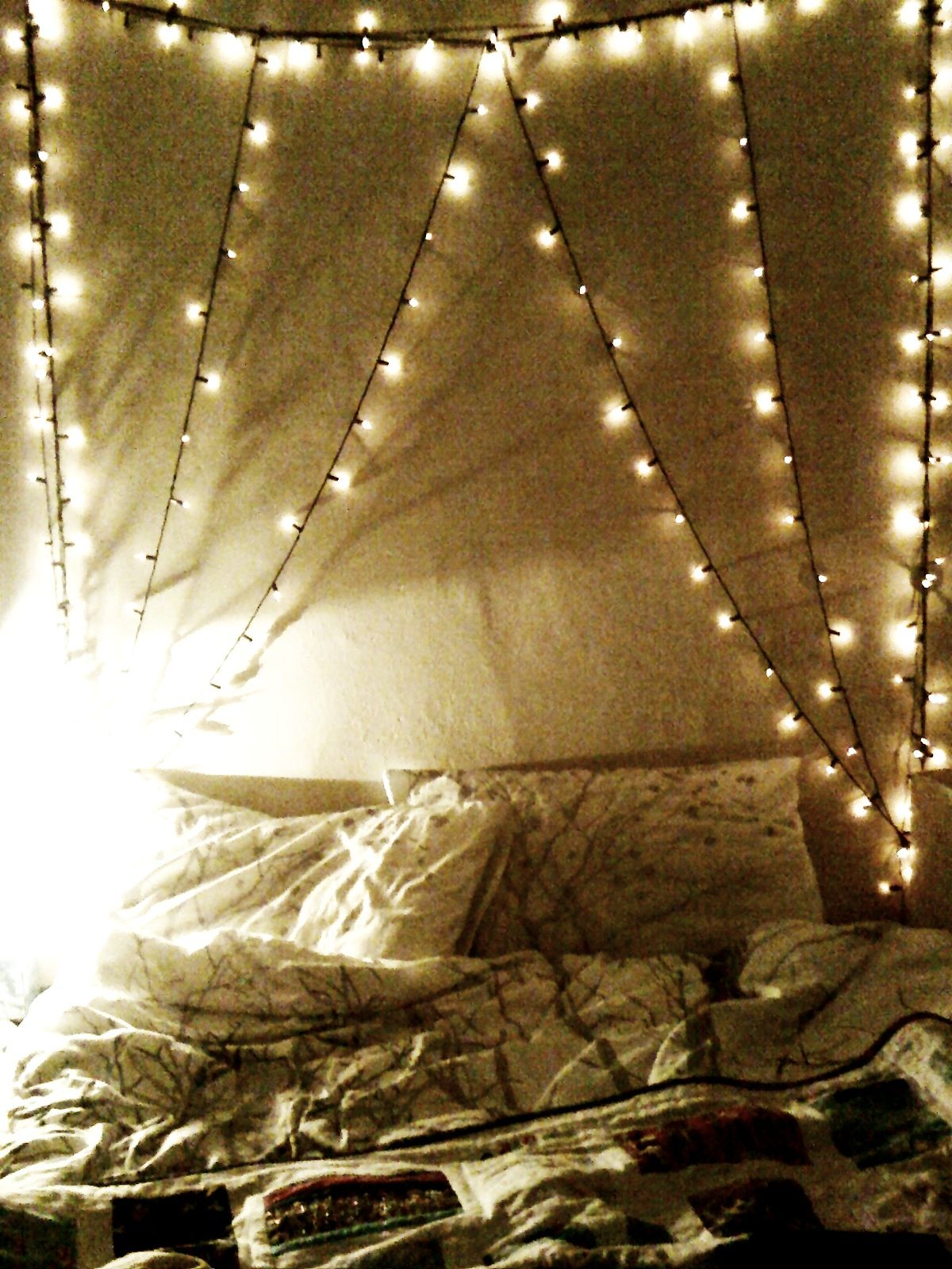 Fairy lights bedroom tumblr - 84 Best Images About Tumblr Bedrooms On Pinterest Tumblr Room Wall Quotes And Search