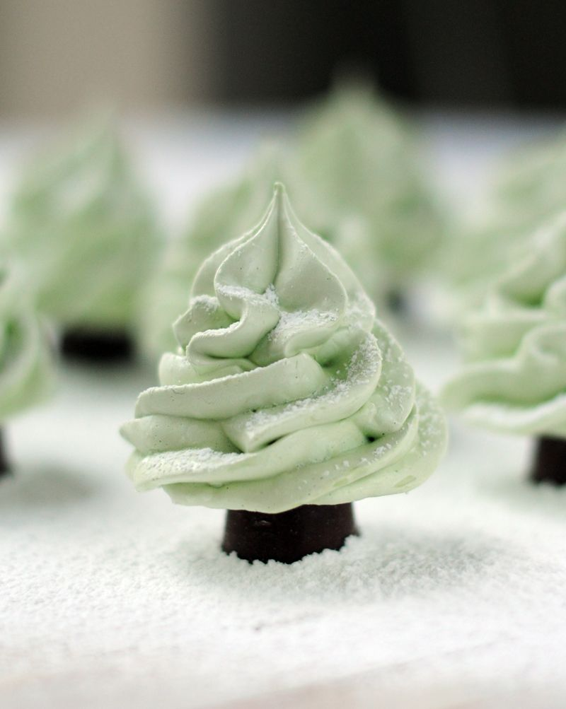Leanne bakes: Winter Wonderland Meringue Christmas Trees (and the giveaway winner!)