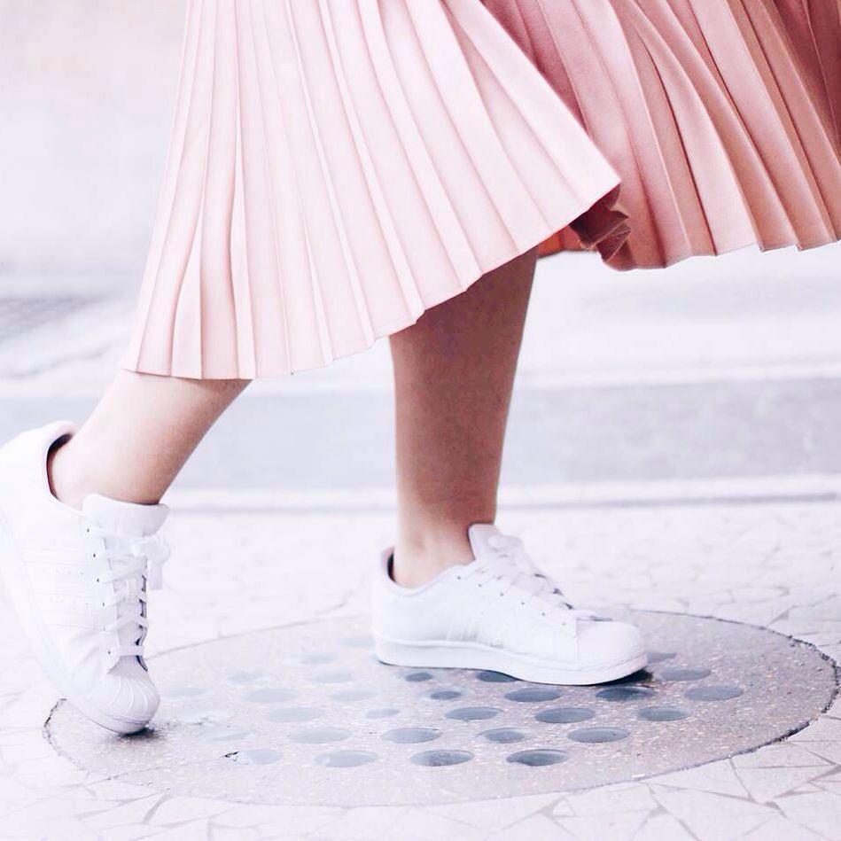 Sepatu Adidas Putih Kamu Selalu Cocok Dengan Beragam Outfit
