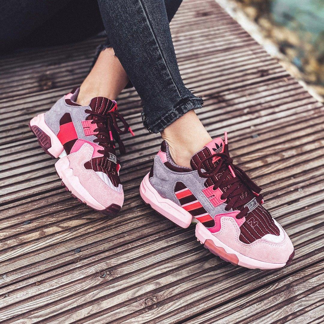 Jak Tam Wasz Weekend Sarakisala Jakis Czas Temu Napisala O Najwygodniejszych Butach Jakie Miala Do Tej Por Pink Sneakers Sneaker Stores Sneakers