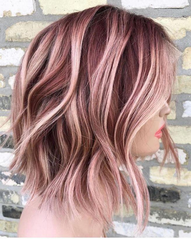 kosa srenje dužine ružičastog odsjaja i tamnijeg izrastka