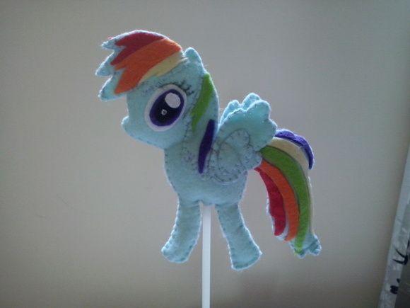 Lindos centros de mesa do My Little Pony feito em feltro para decorar sua festa.(My Little Pony no palito)  Medem aproximadamente 13 cm de altura. R$ 6,00