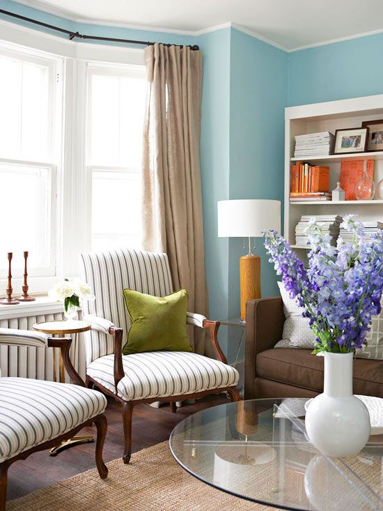 Saturated Sky Blue Walls Create A Soothing Backdrop In This Pretty Living Room The Wall Color Pairs Expertly With Neutral Furnishings And Accents Of Green