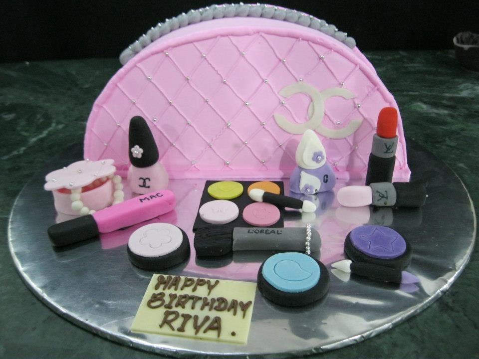 3d Kuchen: 3D Customized Cake- Cosmetic Themed