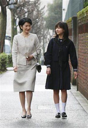 秋篠宮妃紀子さまはベージュのスーツ☆入園式 スーツコーデ