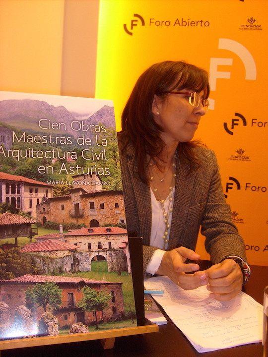 Marta Llavona presentando su libro