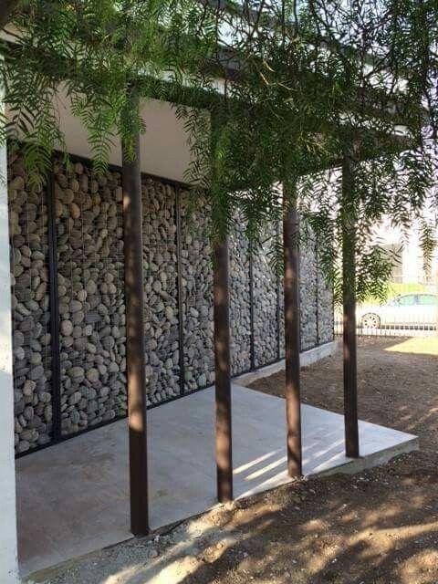 gaviones decorativos bali piedra natural gavion rojo Cerco piedra y madera