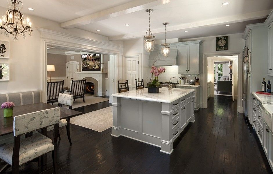 A Gourmet Eat In Kitchen With A Large Center Island And Custom Cabinetry  That Opens Into The Family Room. 414 S.