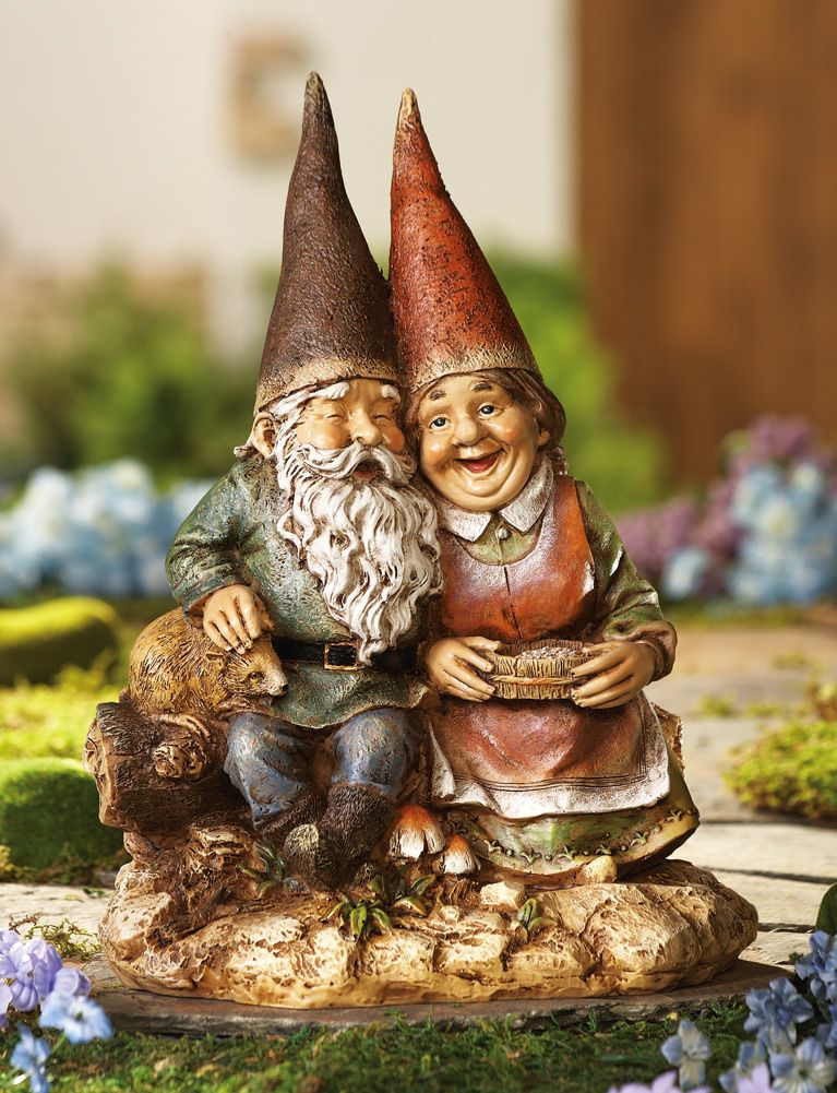Gnome In Garden: Sweet Gnome Couple Garden Statue